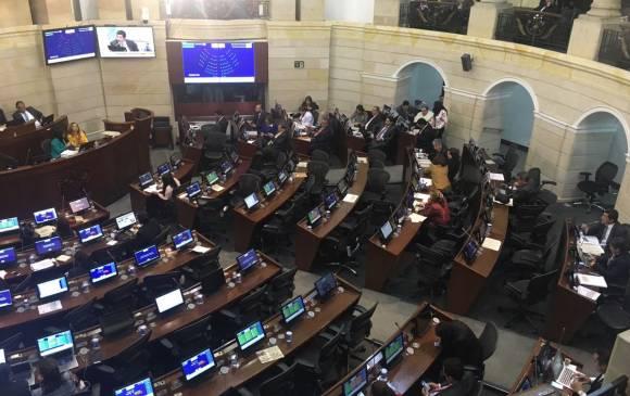 Senadores hombres, ausentes en debate sobre violencia contra la mujer.