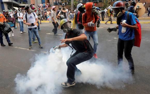 Banco suizo bloquea los bonos del gobierno venezolano.