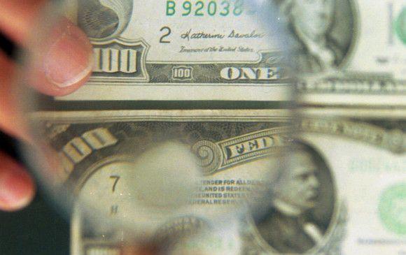Dólar sigue arriba de los $3.300 y no parece bajar