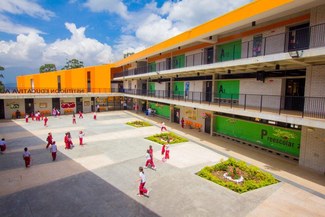 Trece colegios de Medellín siguen esperando la renovación de sus sedes